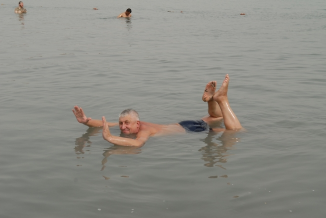 Мертвое море(Так делать запрещено ,но попробовать можно)Израиль.