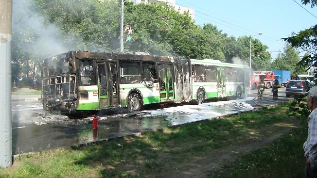 Москва. Сегодня у м. Выхино сгорел автобус.