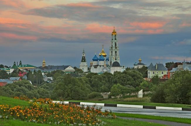 Вид на Лавру от нового квартала Троицкая слобода