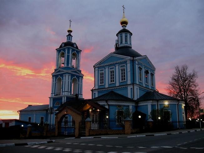 Храм Петра и Павла на закате дня.