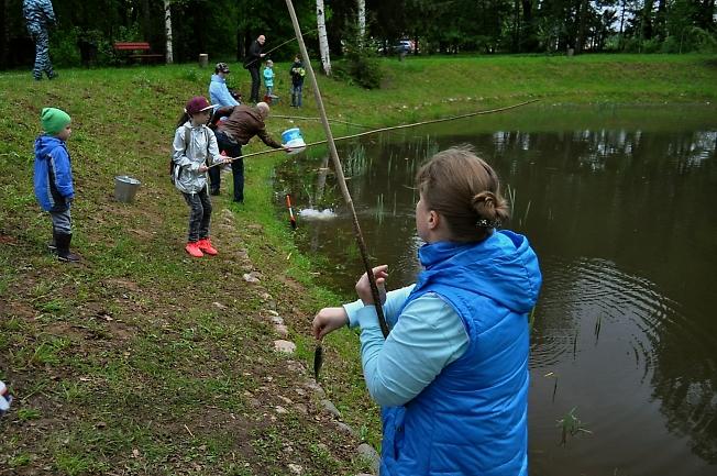 Конкурс по ловле рыбы в Абрамцево