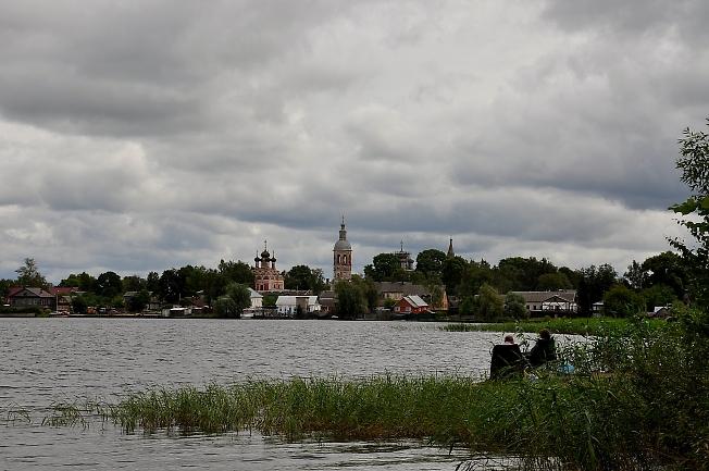 На берегу озера Селигер
