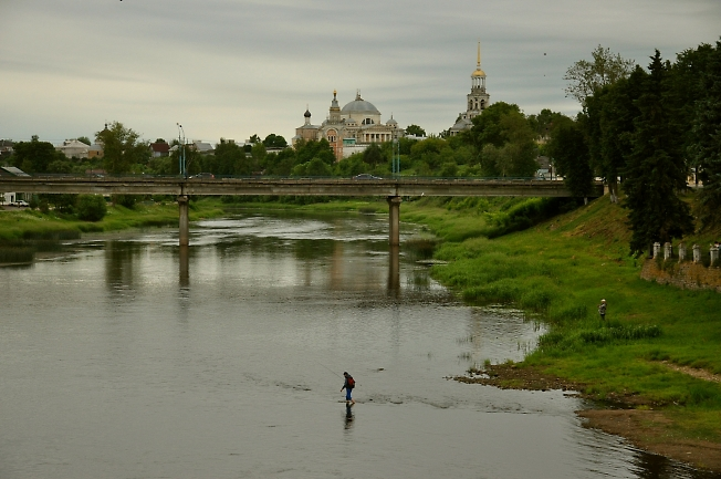 Торжок, река Тверца, вечер.