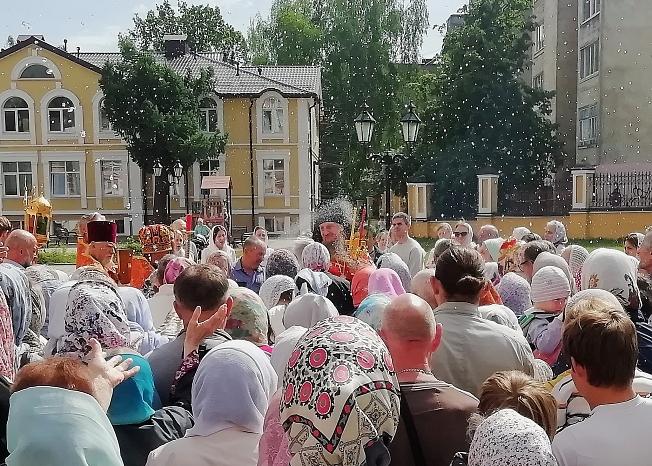 Крестный ход в Успенском храме в Праздник св. Николая