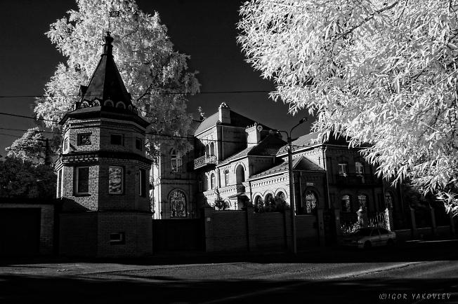 Дом на улице Суворова. Infrared photography