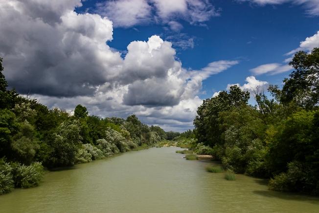 Ветерок на речке
