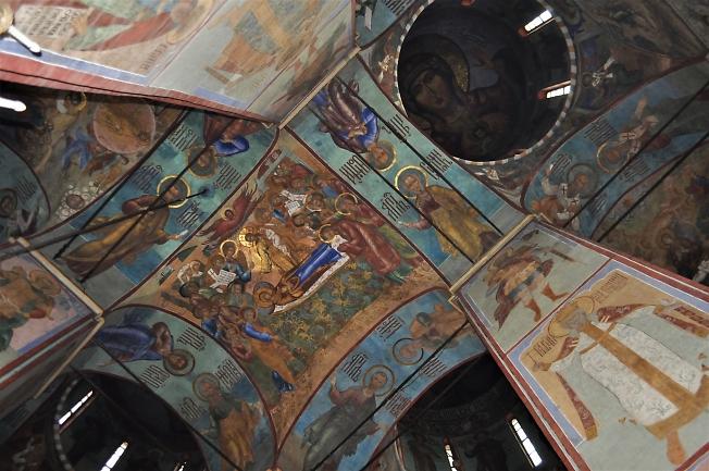 Роспись потолка в Успенском соборе.