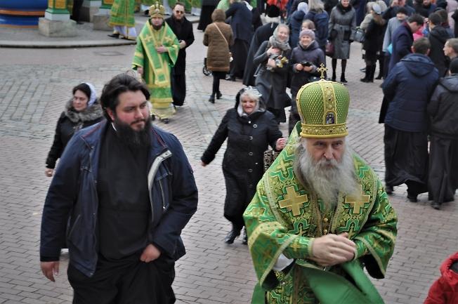 Владыка Феогност  после молебна на Соборной площади в День прославления пр. Сергия.