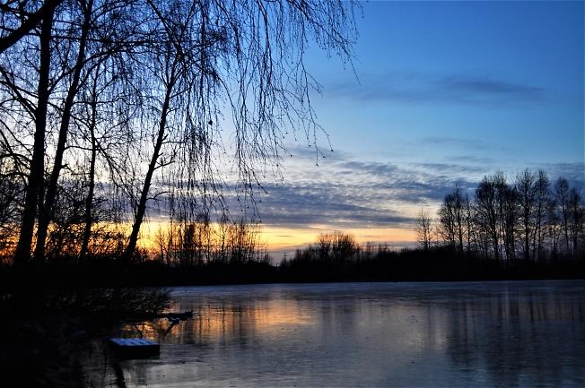 На ледяном пруду