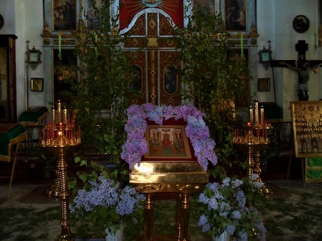 В Святую Троицу в Крестовоздвиженском храме