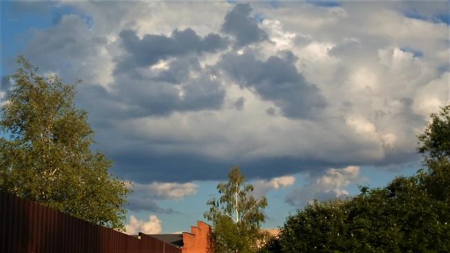 Под голубым небом