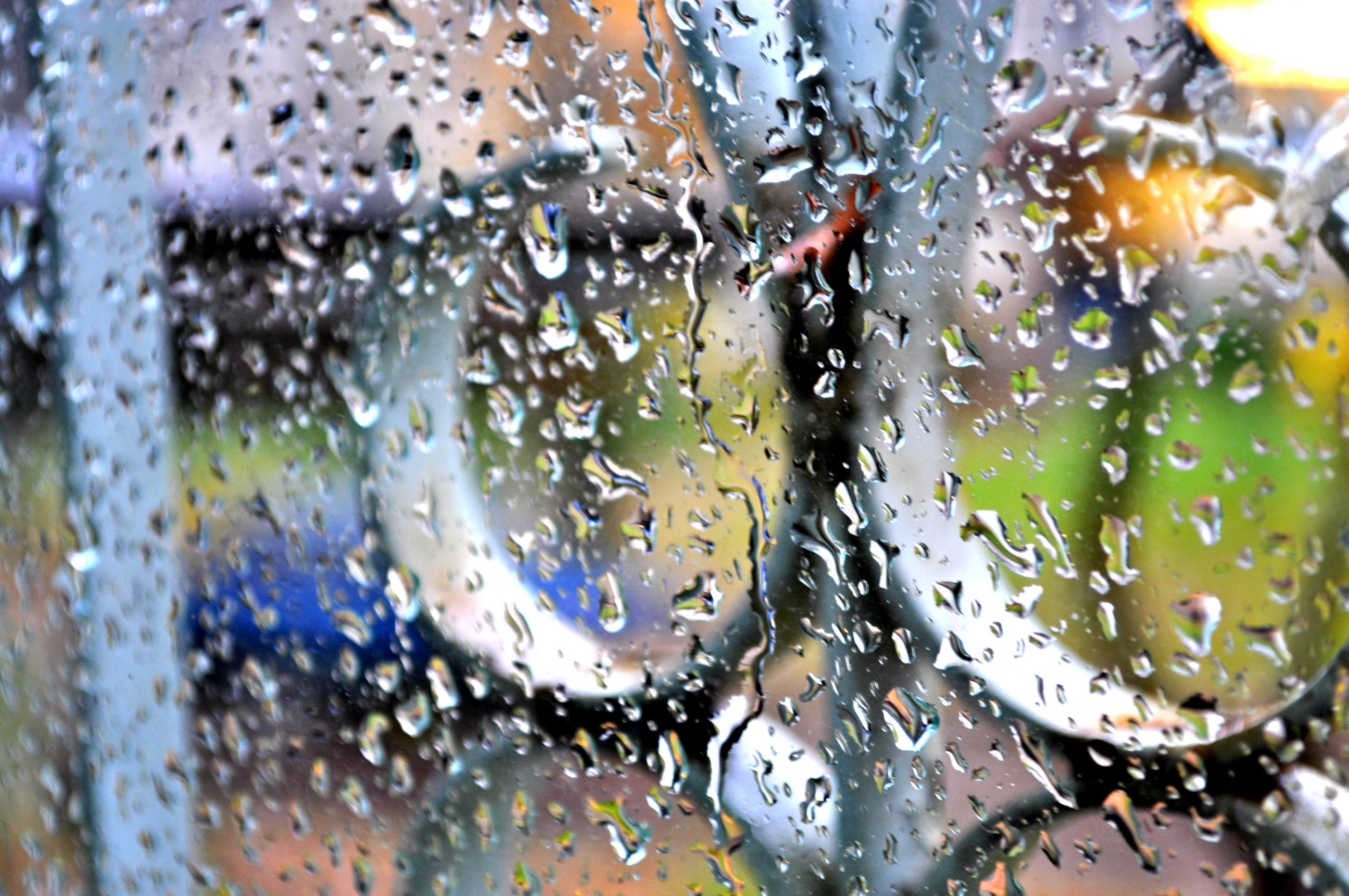Фото девушек с каплями дождя