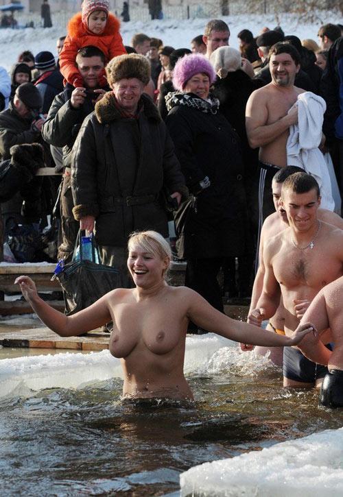 Девки купаются фото